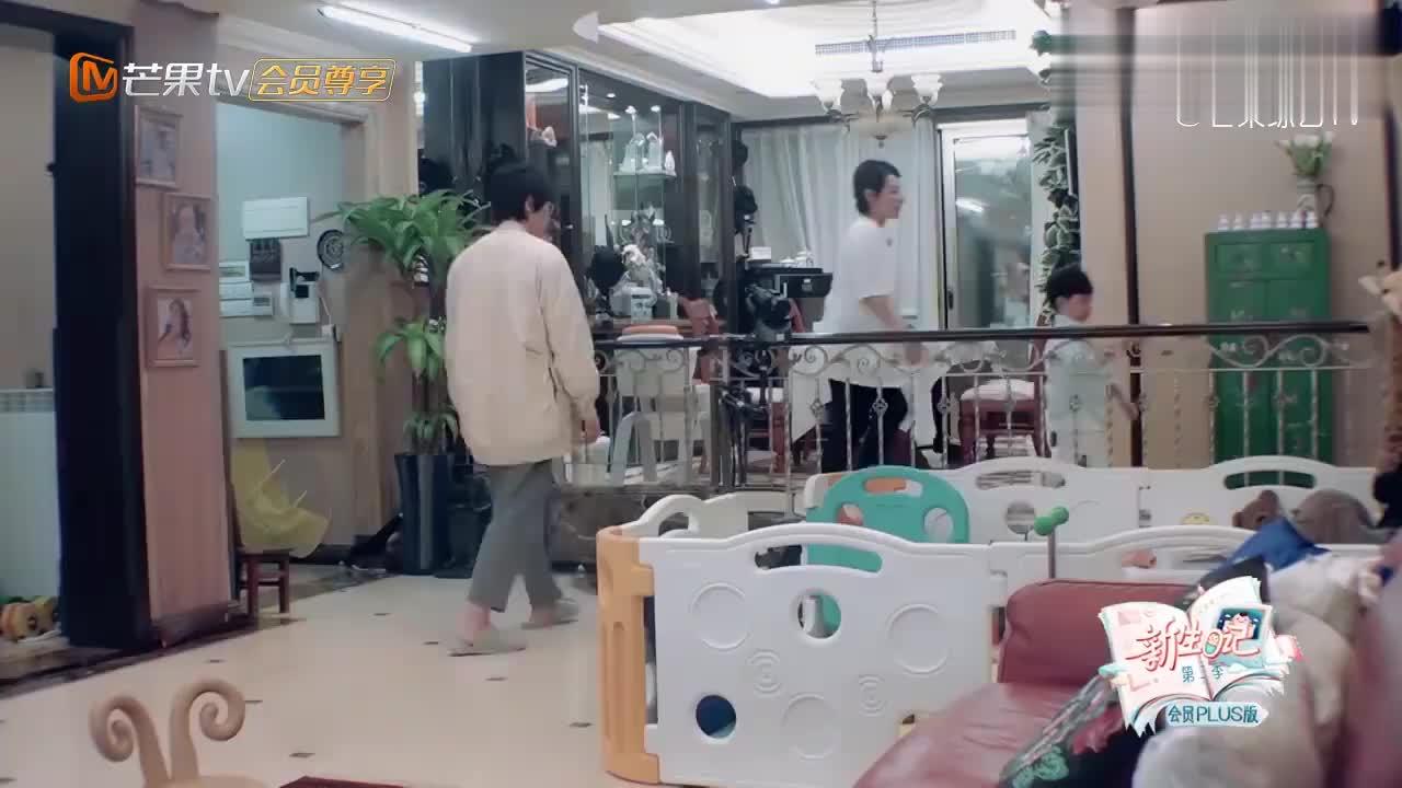 王弢刘璇太牛了,看看满满一柜子的育儿大典,谁家宝宝不发怵!
