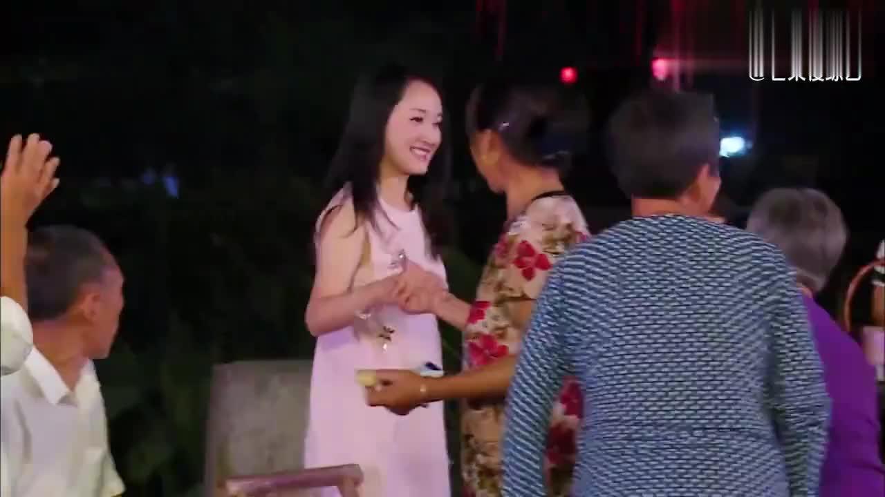 杨钰莹林青霞唱歌high到不行,但看到娜扎的状态后,何炅笑喷