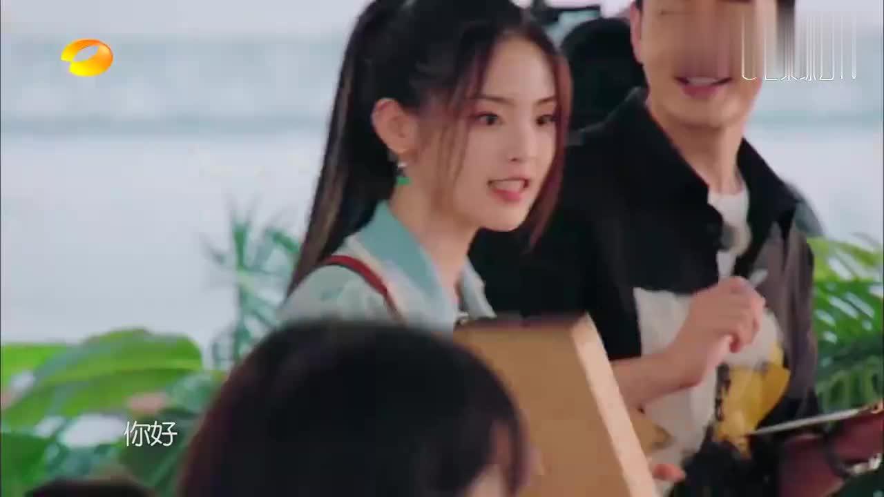 赵丽颖杨超越李浩菲上岗!三朵金花甜心点餐,这是什么神仙待遇!