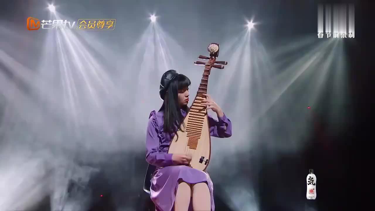 我们的乐队:少女用琵琶弹奏狂想曲,王俊凯惊讶的合不拢嘴!