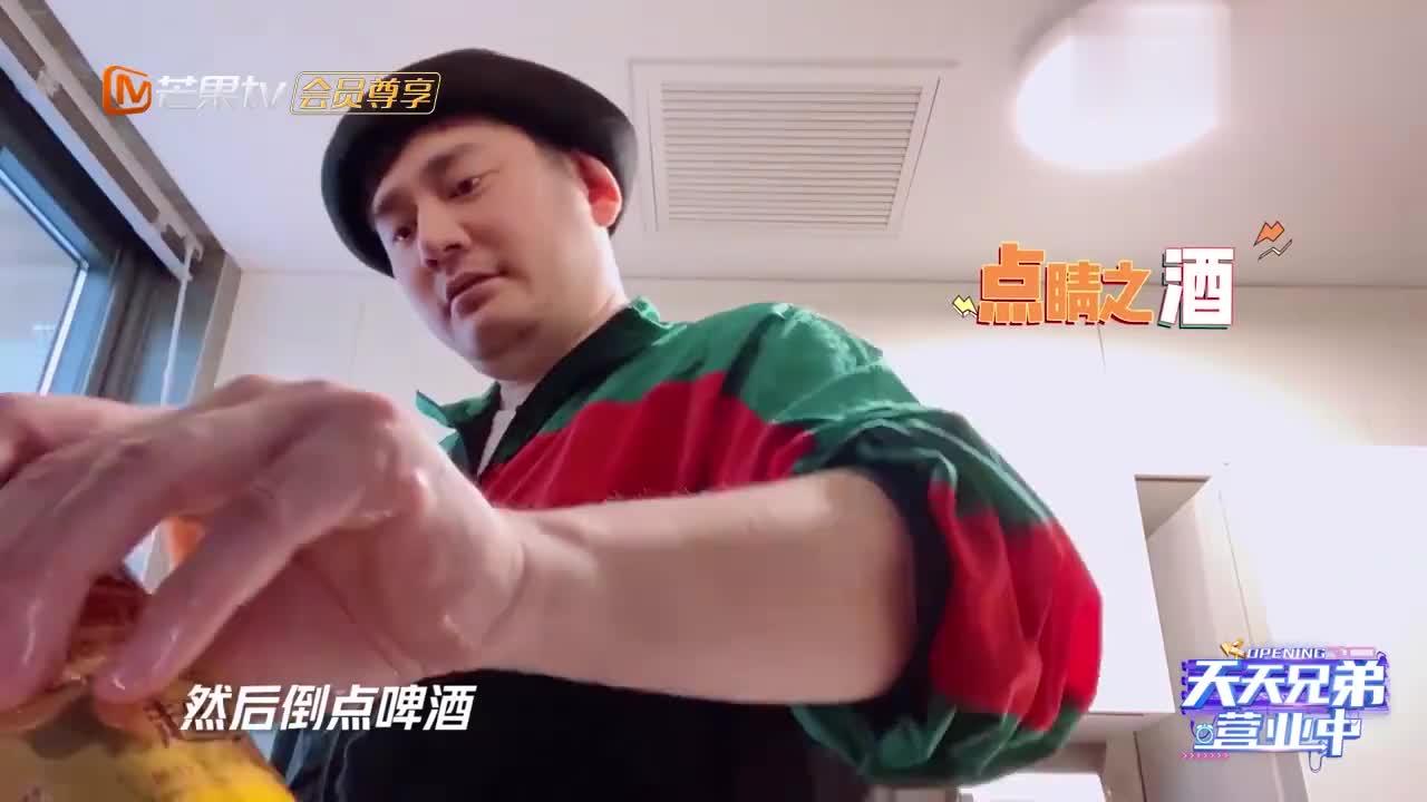 天天兄弟:钱枫做卤猪蹄,差点和高压锅干起来,幸好有美女指导!