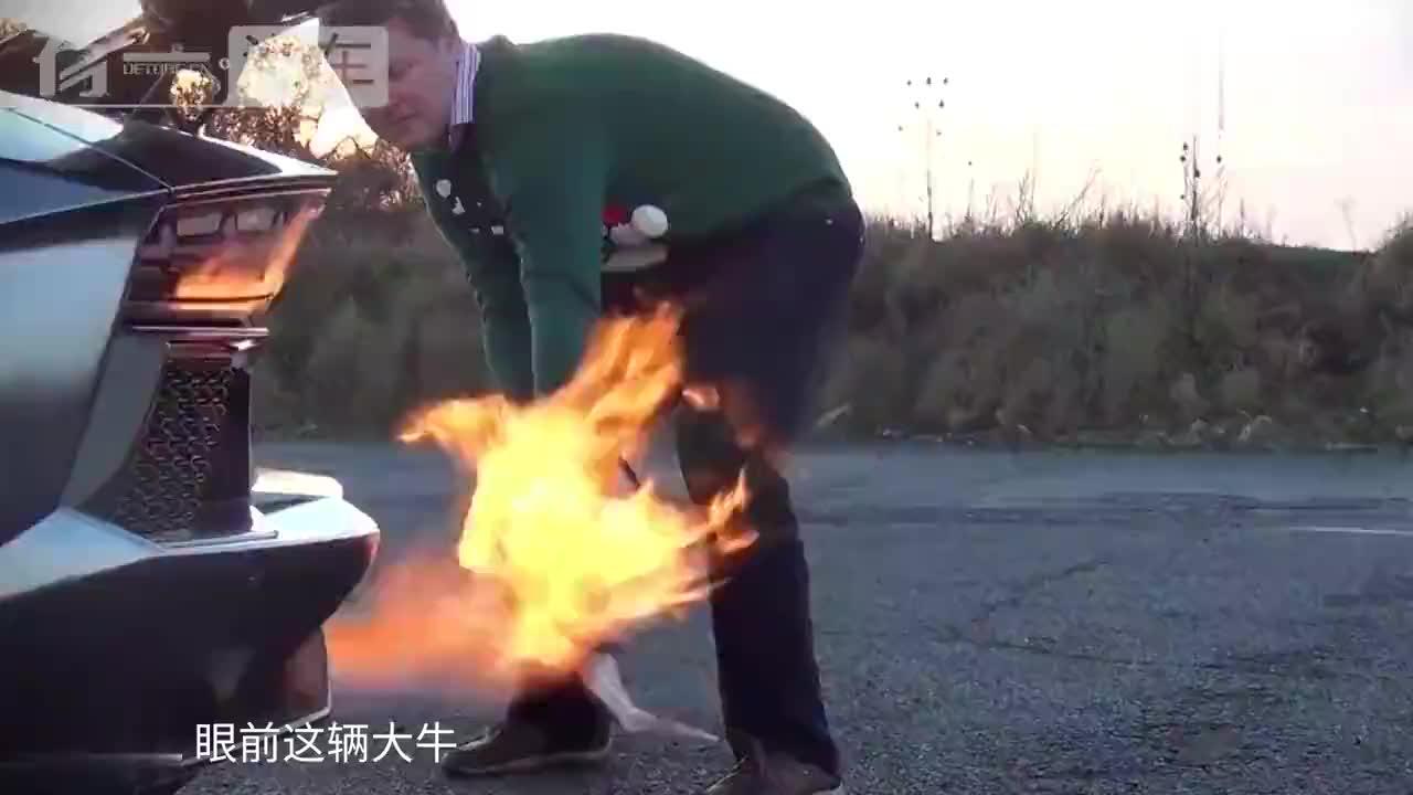 超跑的偏时点火温度有多高?老外用兰博基尼烤火鸡,吃不起!
