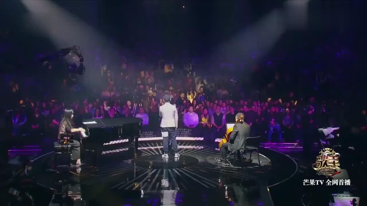 歌手:侧田一首《很想很想说再见》,唱到全场泪崩,太感动了