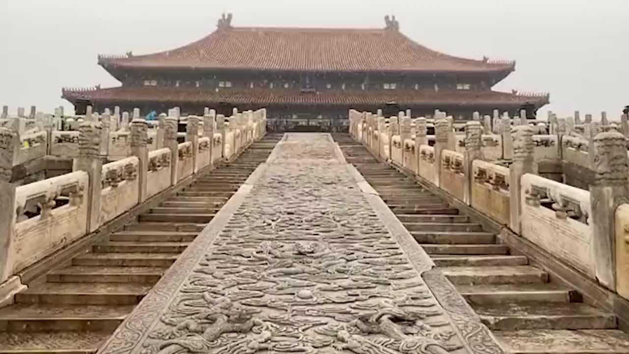 北京初雪故宫变回紫禁城 白雪与红墙交相辉映