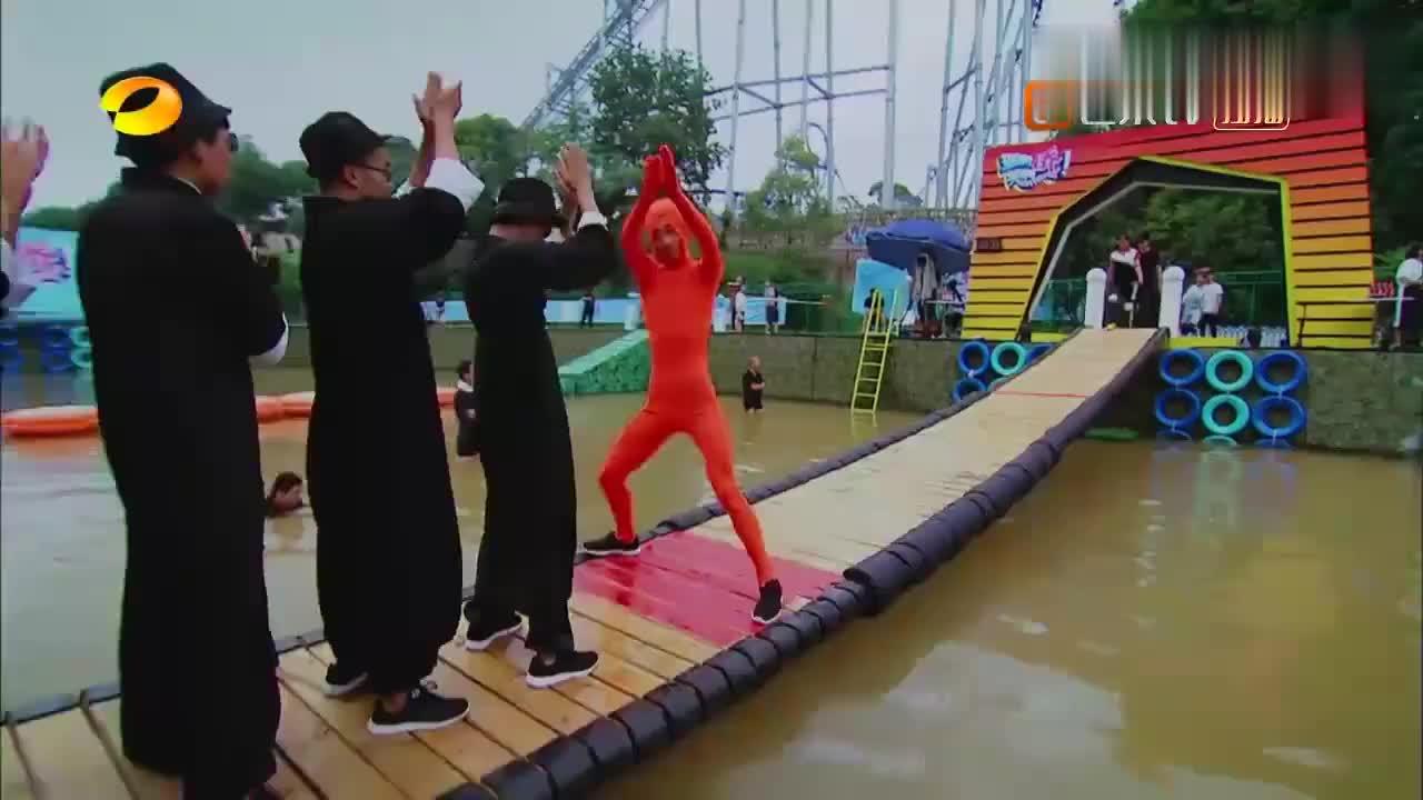摇啊笑啊桥:恐龙队可以的,一使劲对手瞬间被秒杀,太生猛了!