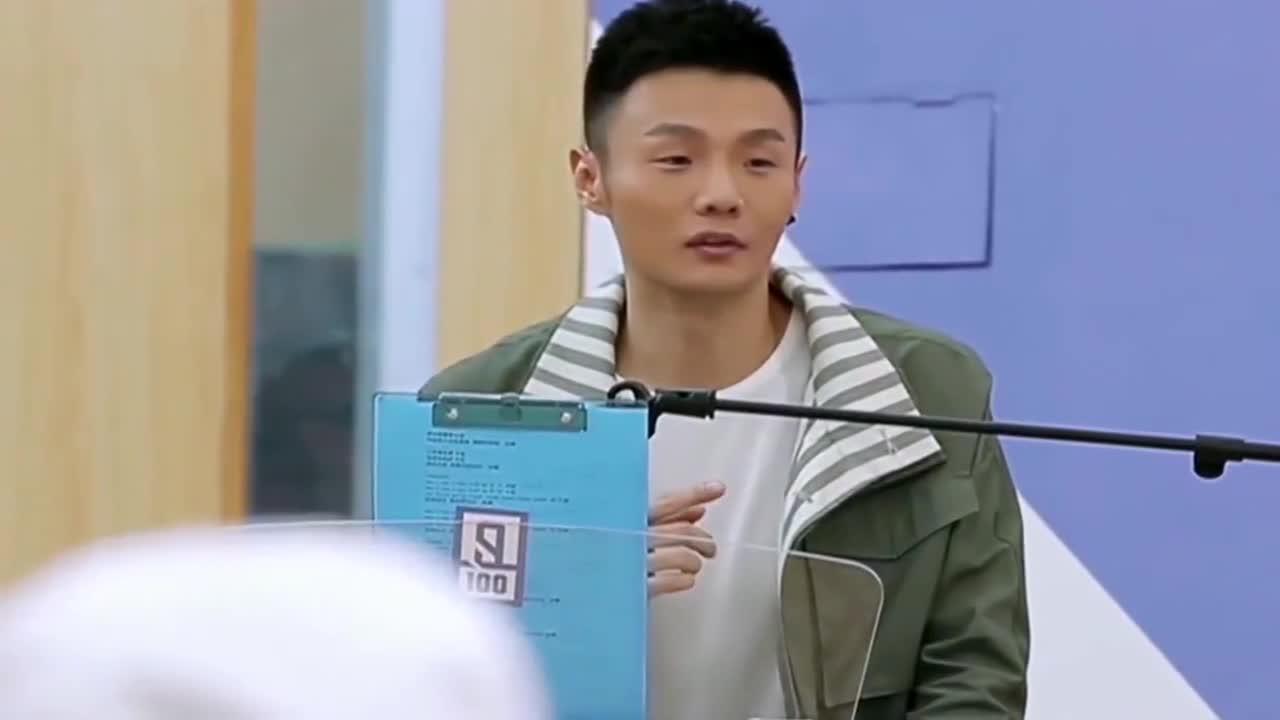 李荣浩被小坤坤、黄眀昊哄得心花怒放,开心的笑出了花!