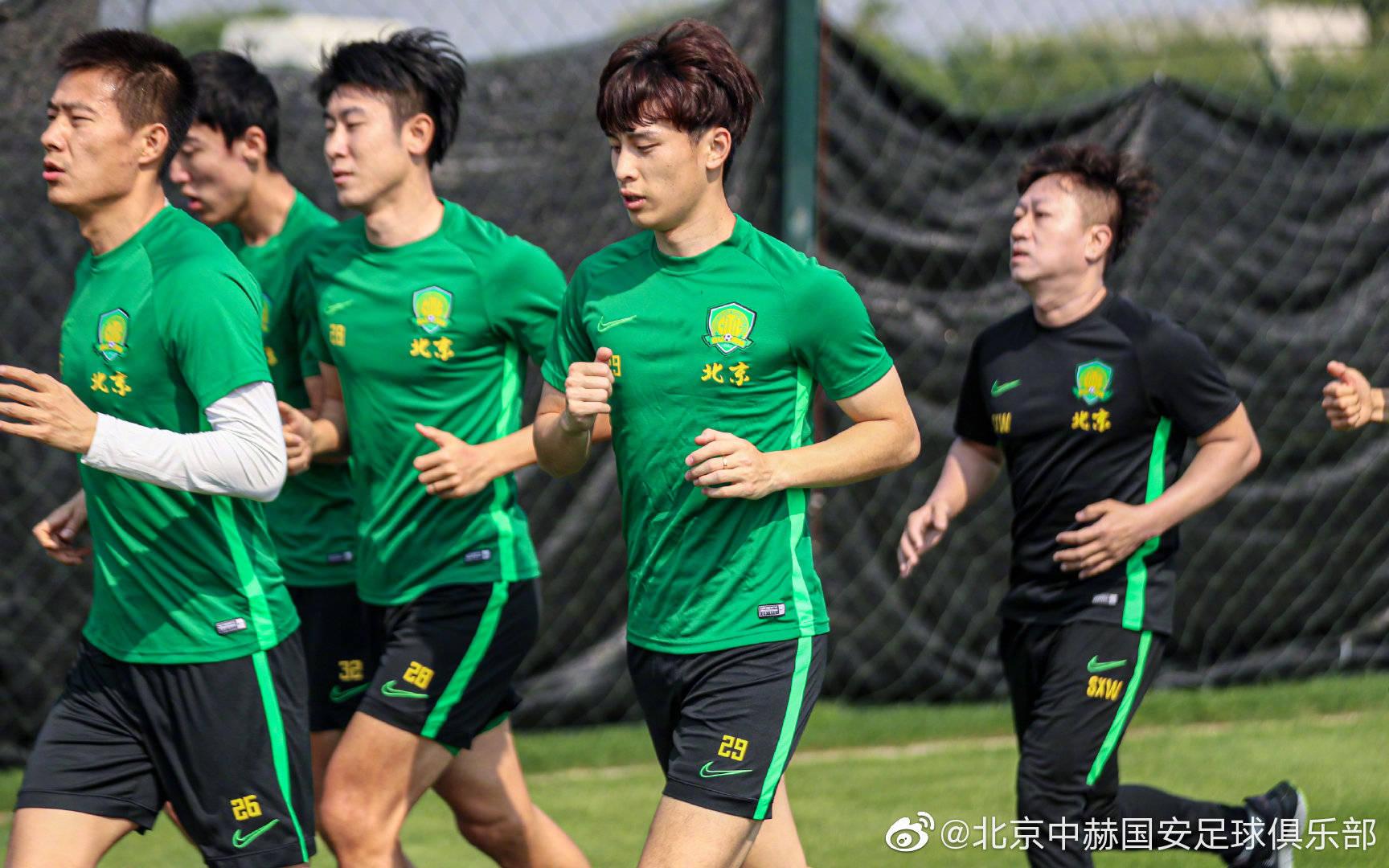 北京中赫国安足球俱乐部一线队开始了抵达昆明之后的第一堂训练课