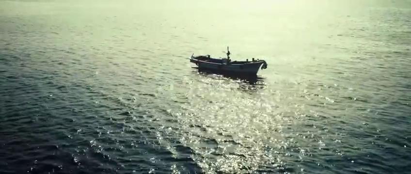 智苑将薛景求送的戒指扔进海里,因隐瞒自己父亲死亡真相