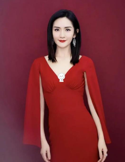 """谢娜美得真高调,一袭红色长裙优雅又端庄,一点不像""""搞笑艺人"""""""