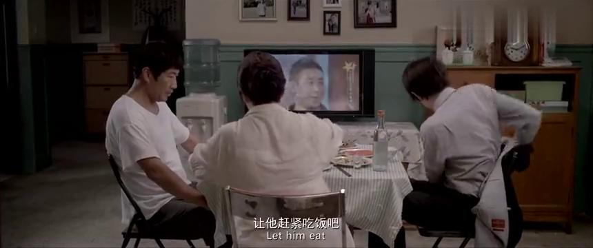 同桌的你:林一向父亲敬酒,父亲却没有一点高兴的样子