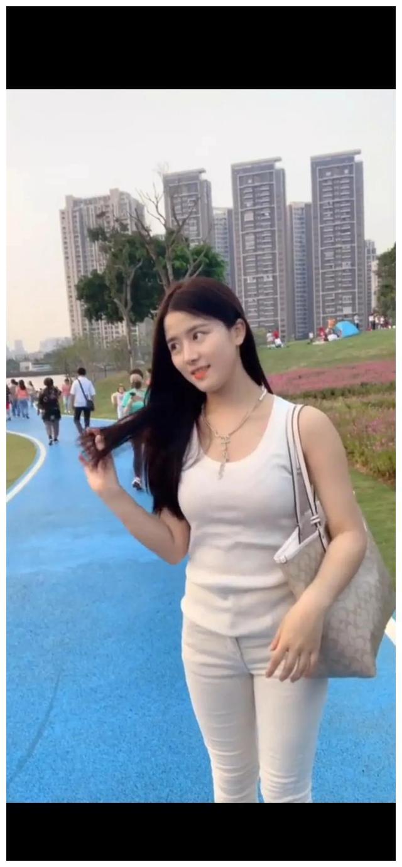 有人说我像刘亦菲,也有人说我像宋慧乔