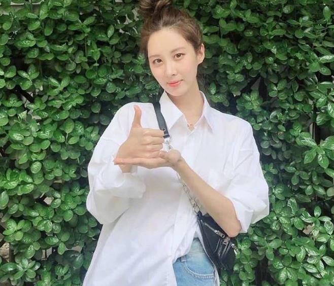 少女时代徐贤30岁了还这么甜美?穿格子吊带裙身段超好,气质美人
