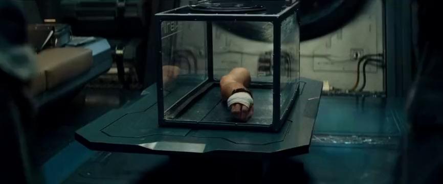 宇航员的诡异断臂,竟然拥有自主意识,指引船员找到宇宙飞船罗盘