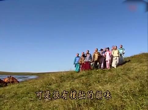 还珠格格:皇上想在河边吃东西,小燕子做了叫花鸡,皇上闻着真香