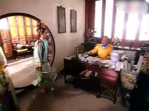 还珠格格:小燕子看到皇上,吓得一直跪着,皇上竟在检查她的功课