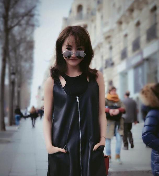 杨蓉的身材真不赖,穿皮马甲又瘦又高,帅气酷炫还有点甜