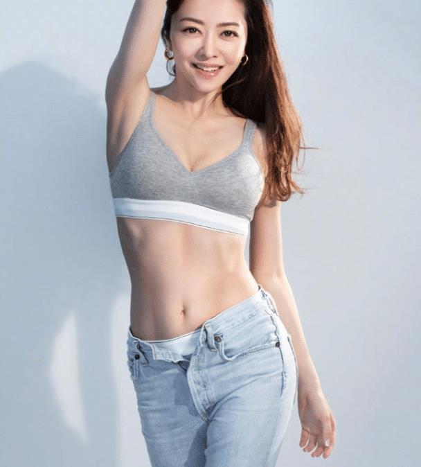 40岁熊黛林晒健身服,凹凸身材太吸睛,可惜还是输给33岁方媛