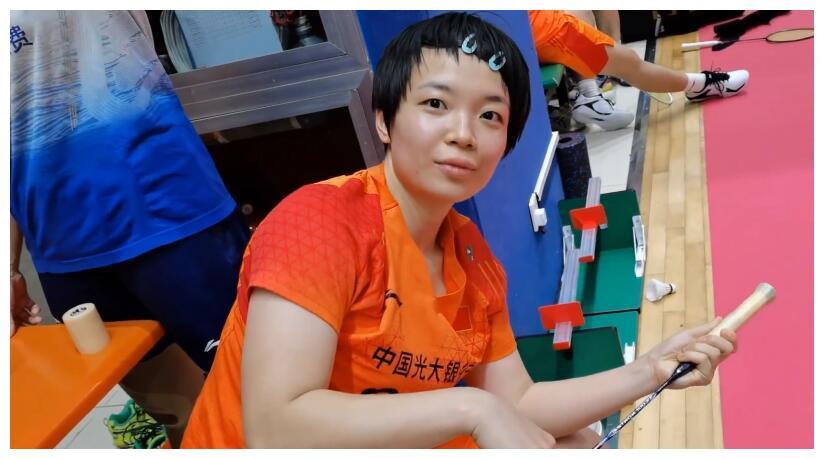 被贾一凡调侃是假发,韩国外教比心显呆萌