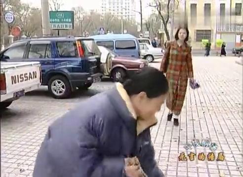 母亲坚持扫大街,唐浩觉得很丢人,气急败坏离去