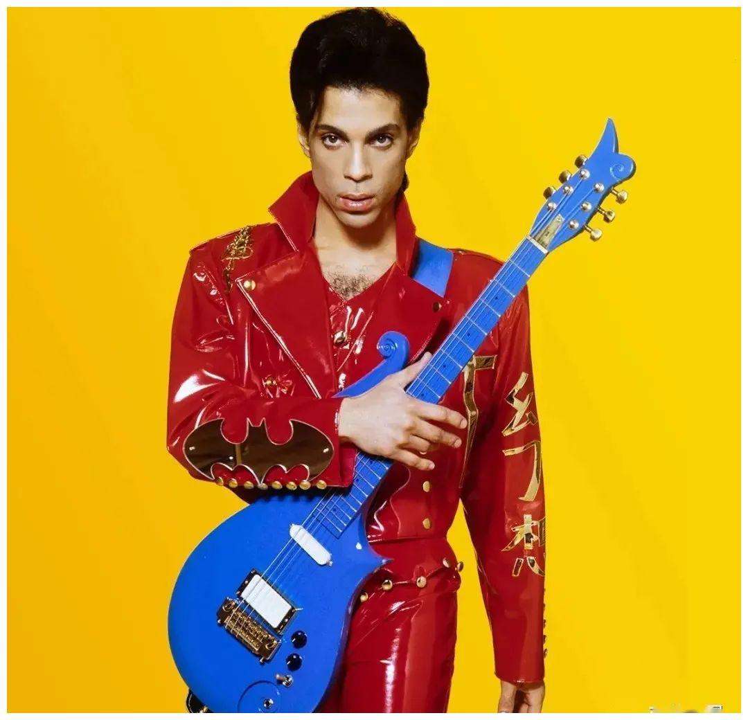 """王子 Prince """"失踪已久""""的蓝色天使吉他重现 即将进行拍卖"""