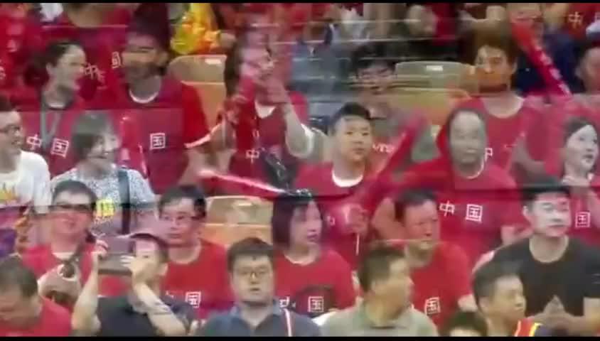 王者归来!中国男篮VS巴西,易建联篮下怒扣+赵继伟溜底线上篮