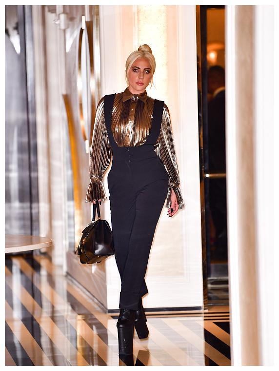 看完梁龙的造型才知道,lady Gaga真的不辣眼睛
