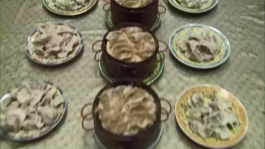 新还珠格格小燕子举办饺子宴请全宫的人吃饺子皇上很高兴
