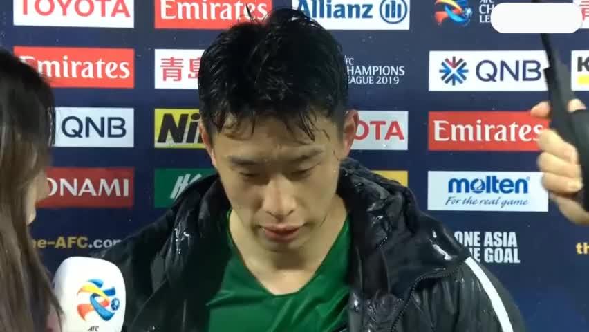 国安战胜武里南联赛后:小将巴顿脸上的草都没擦掉!
