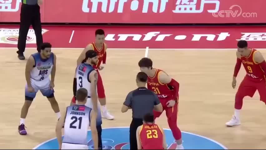磕磕绊绊,赵锐用一记小抛投带领中国男篮对抗澳大利亚NBL联队