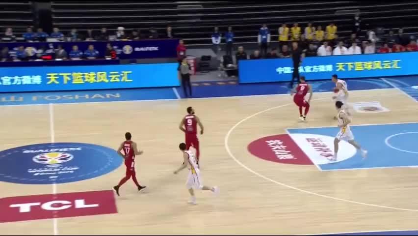 王哲林秀梦幻步伐,篮下带球秒传阿布沙拉木让人刮目相看