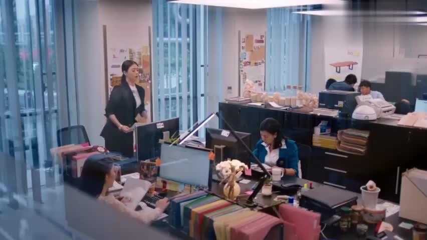 欢乐颂:深知办公室的樊胜美,几句话就向领导搞定年终奖,太厉害