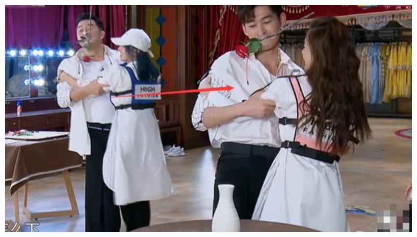 张翰节目上差点摔到杨颖身上,她的下意识动作被赞已婚女性的典范