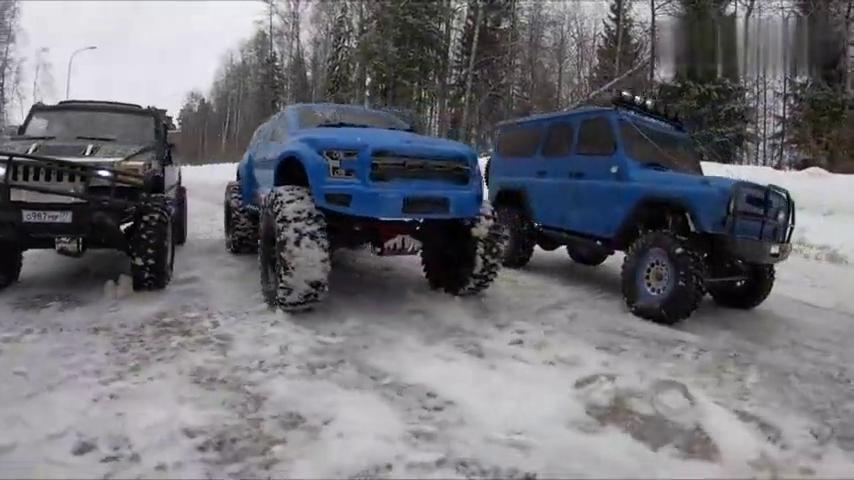 俄罗斯RC玩家攀爬遥控车冰上拔河比赛