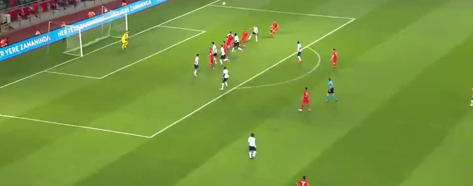 德米拉尔头球摆渡送助攻,艾汉头球破门
