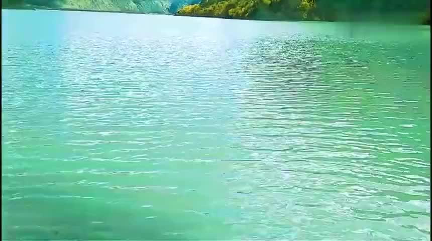 一个人开房车自驾川藏线,318国道旁的然乌湖太美了