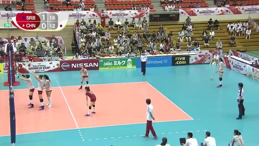 小蚂蚁丁霞轻轻一跳,排球直接落入对方地板,塞尔维亚女排集体懵