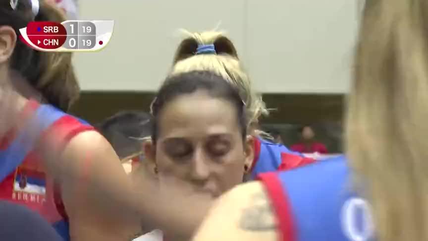 张常宁的惊艳发球,朱婷的暴力强攻,塞尔维亚女排主教练不淡定了
