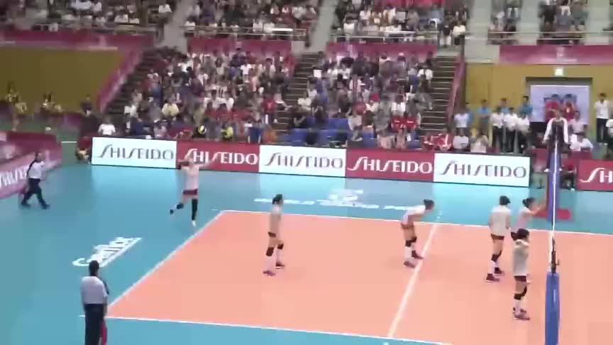 中国女排对阵日本,袁心玥凭借身高优势在日本女排头上狂轰乱炸