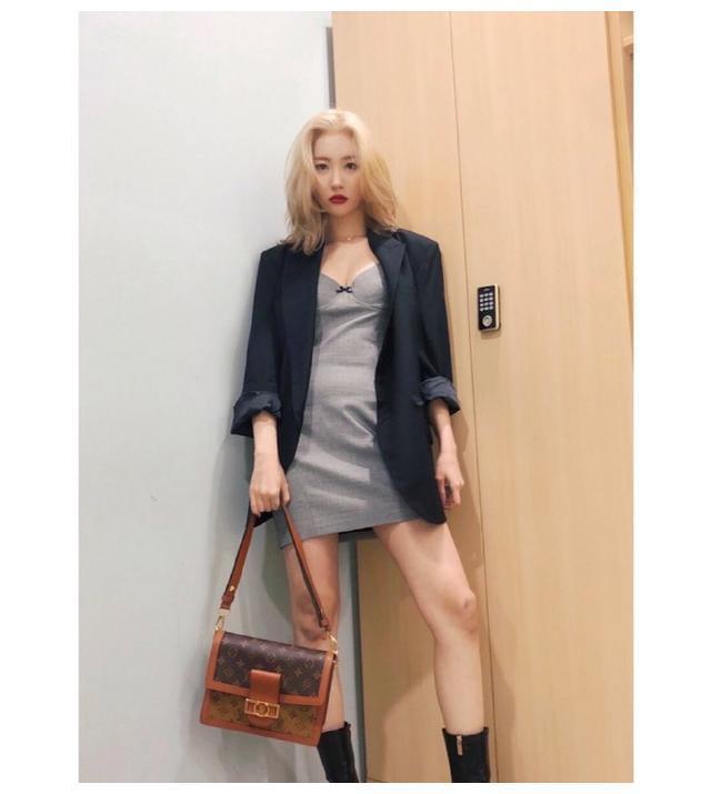 南韩腿精李宣美,她的美不只在大长腿!甜酷穿搭也能手到擒来