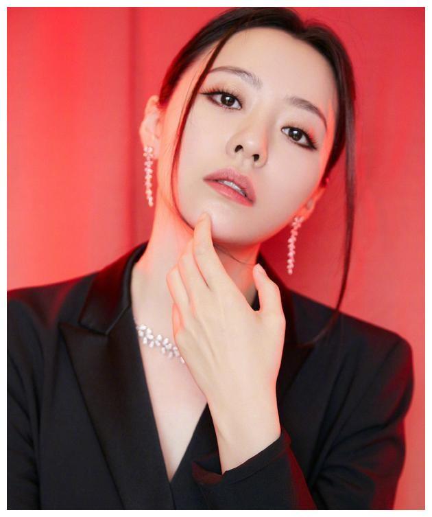 娱乐系列,张靓颖回应忘词纠纷杨丞琳和黄鸿升旧照片