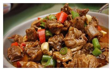 美食推荐:平锅鸭、香荠菜熘银斑、香椿芽拌豆腐制作方法