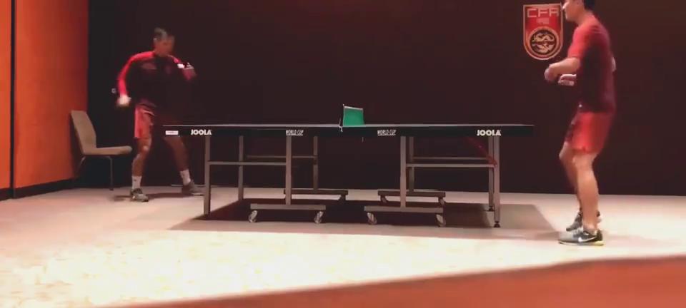 技术如何武磊与吴曦打乒乓球,最后一击武磊太狼狈,自己也笑了