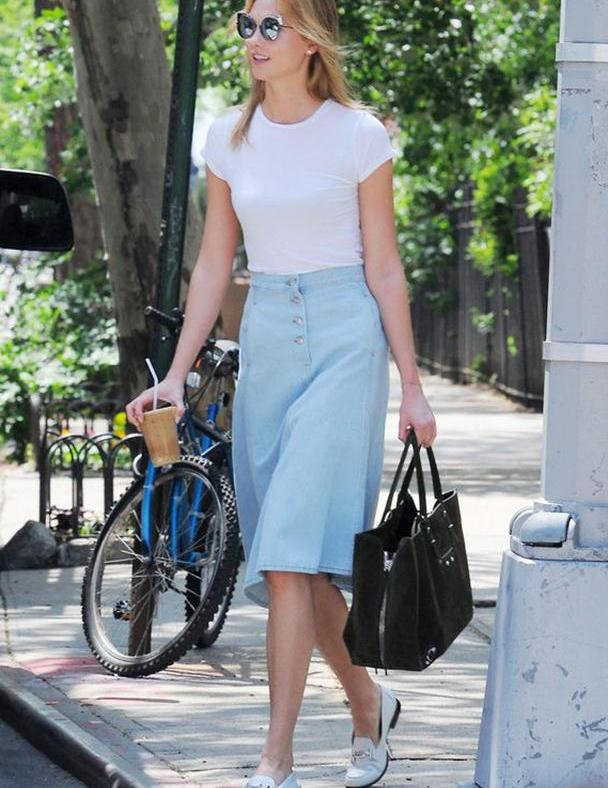 """""""短上衣+半身裙""""=夏天最显瘦组合,微胖女孩这么穿,遮肉又洋"""