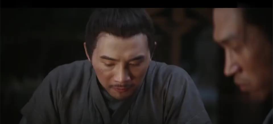 天盛:陈绍等人吃饭时被官兵围住,宁澄带人赶来,场面一片混乱