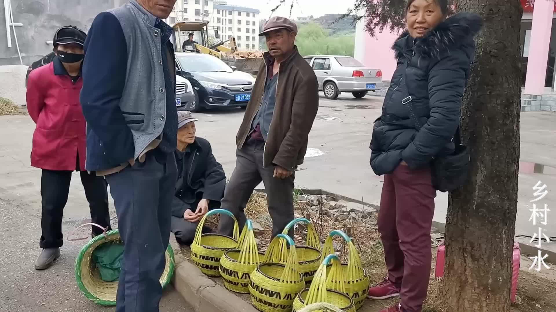 云南农村集市,上百种竹制品陈列街头,有你喜欢的吗?
