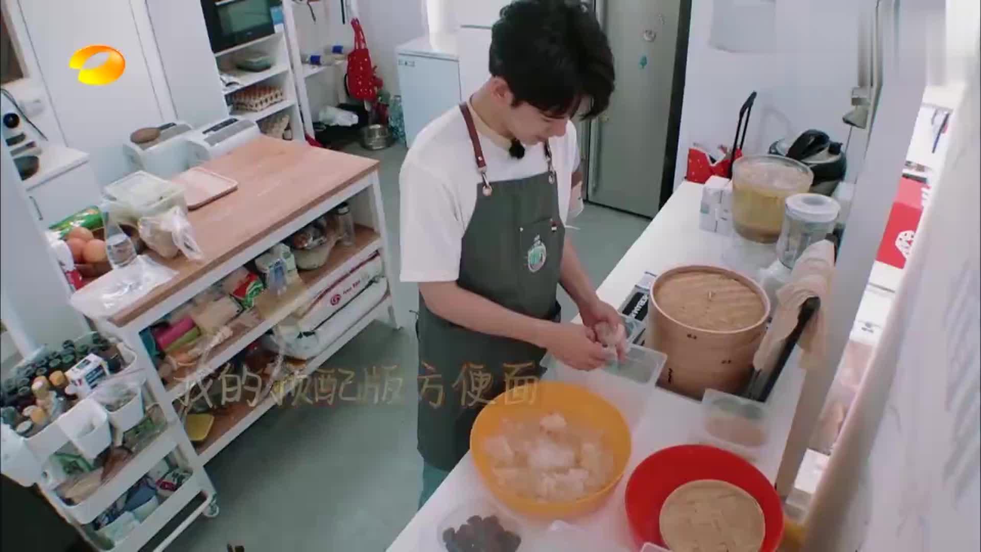 中餐厅-杨紫要吃煮方便面,不料被林大厨狠骂一顿,直接赶出厨房