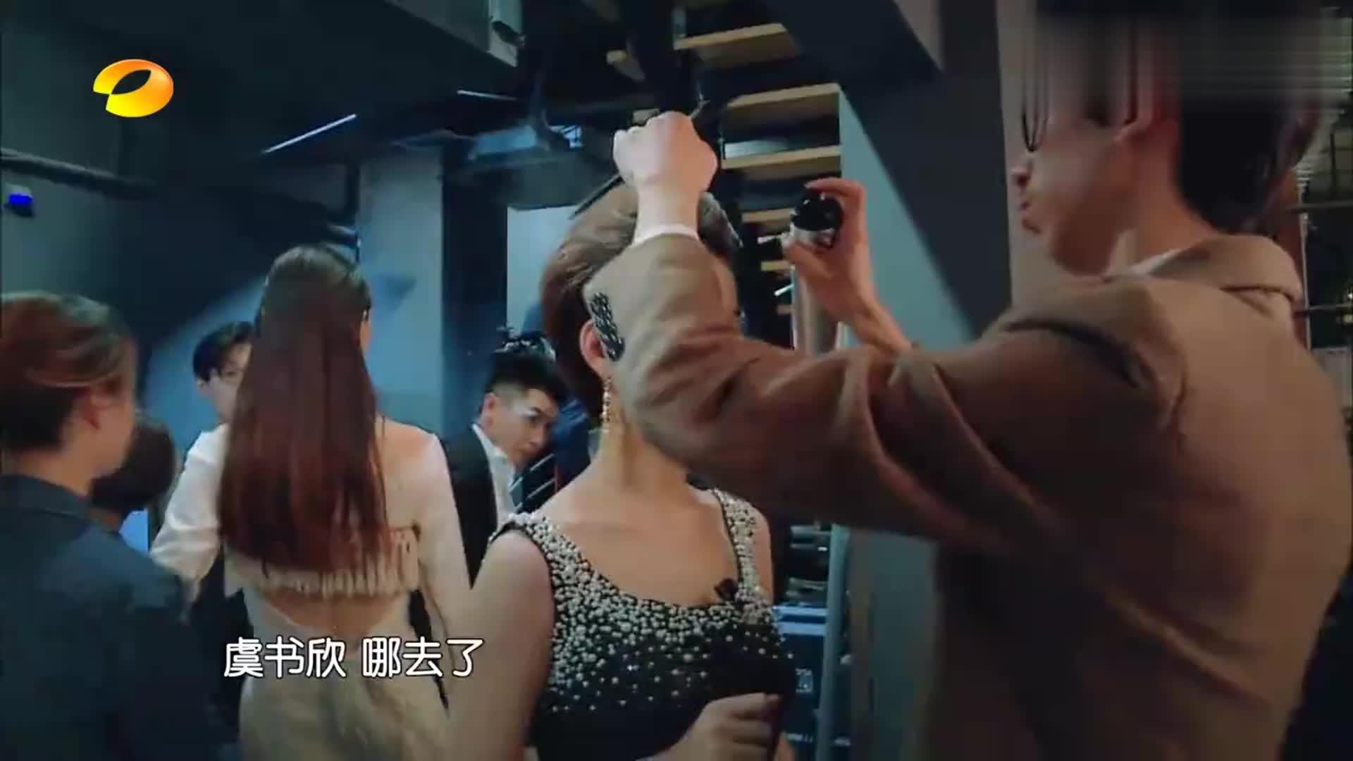 虞书欣真是逗比,T台走秀到她就画风突变,陈建斌看得满脸问号!
