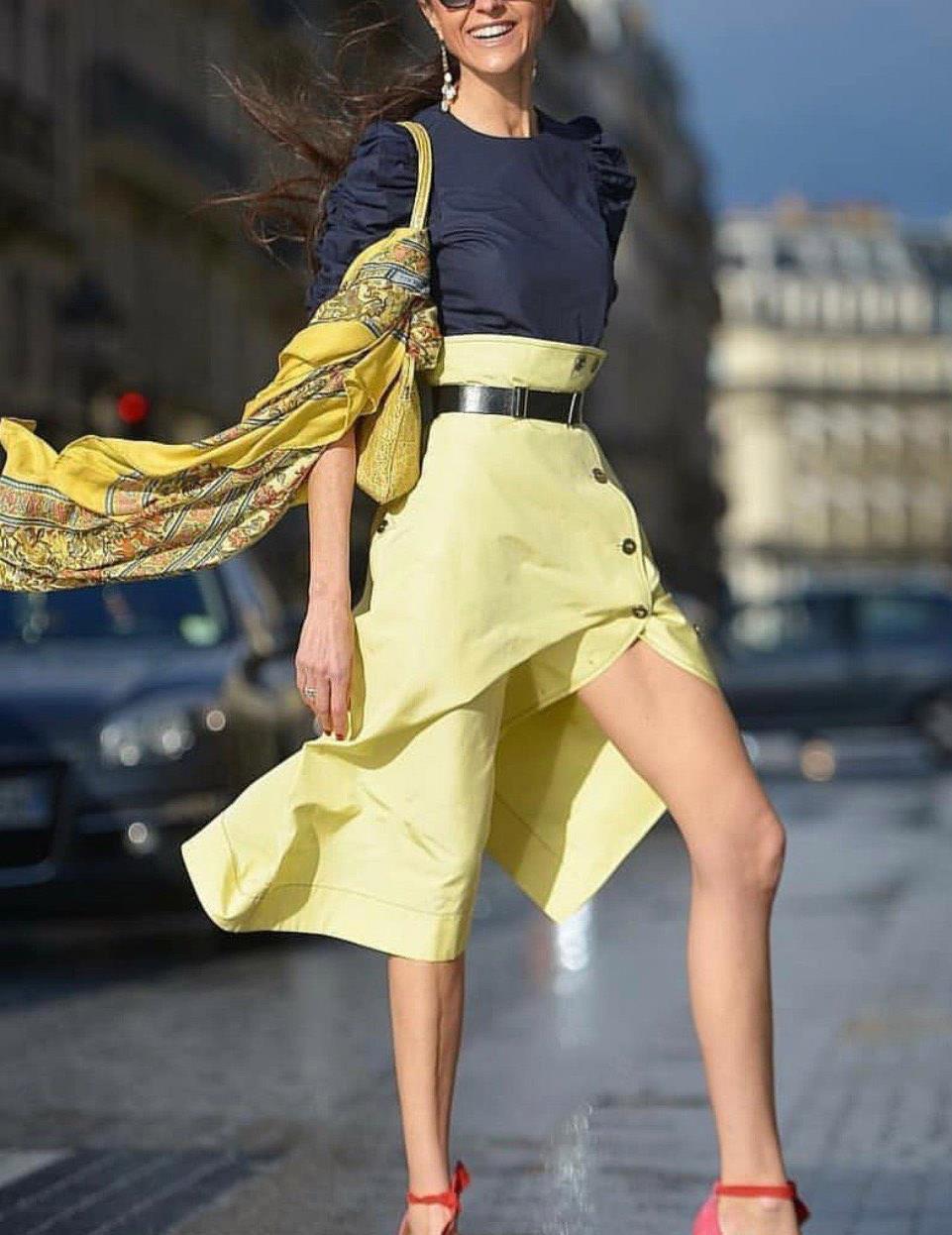 """姚晨也翻车,穿土黄色长裙变""""大妈""""?黄色应该这样穿"""