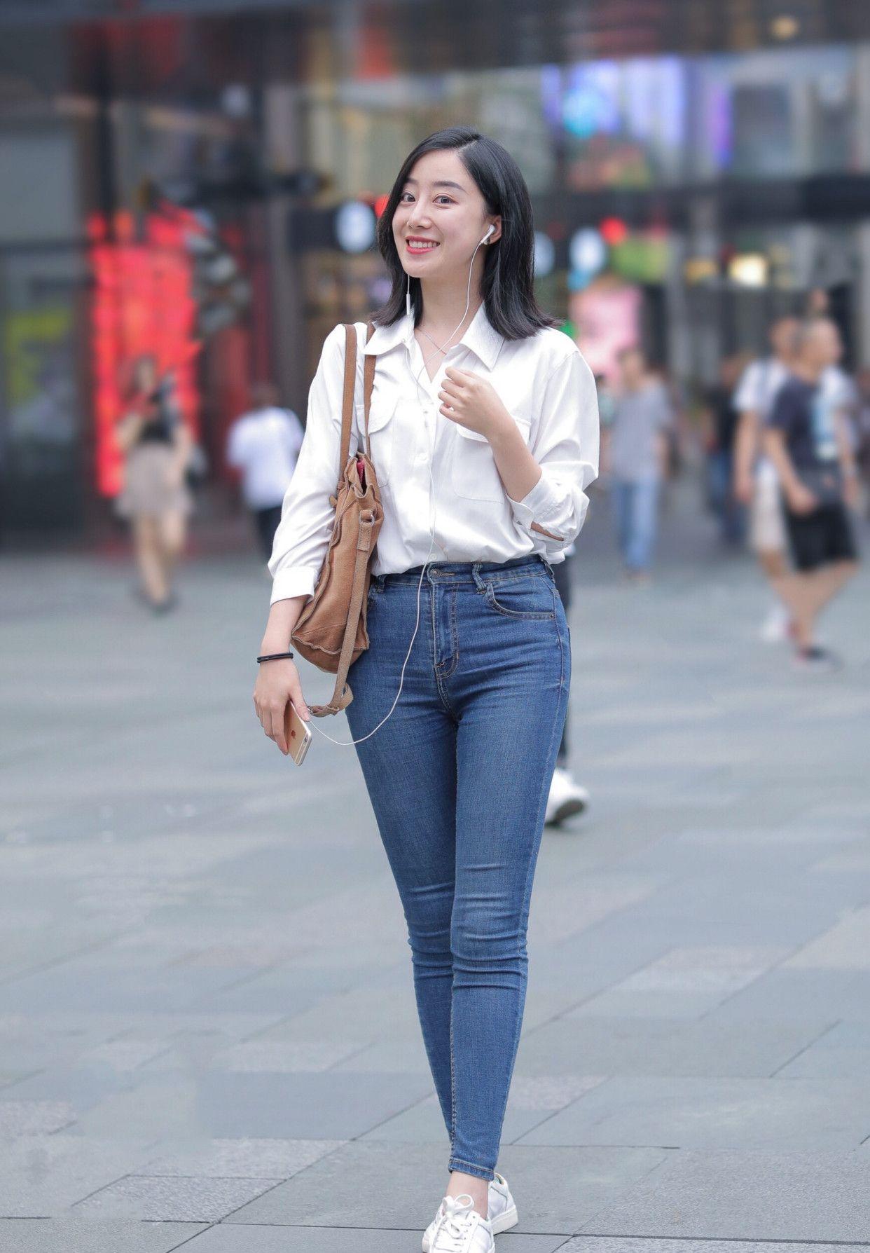 街拍:白衬衫给人无法替代的优雅与高级,夏日出街必备的时尚单品
