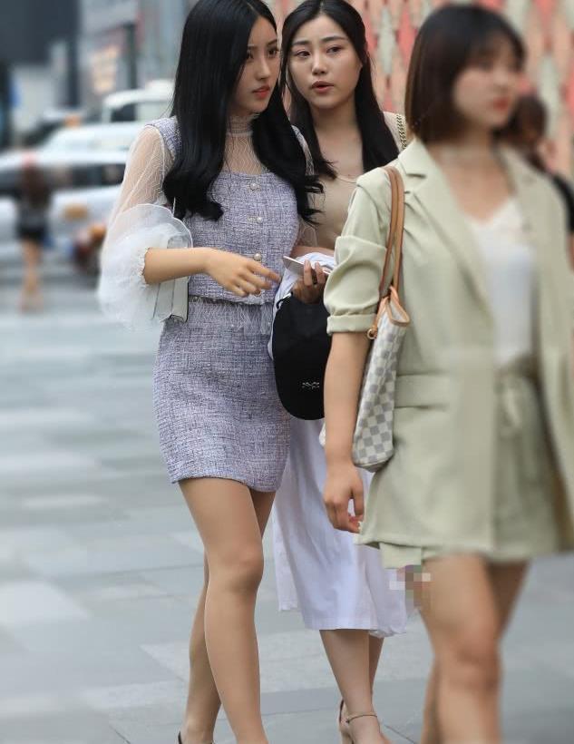 街拍时尚美女达人,穿搭很时髦很有气质!
